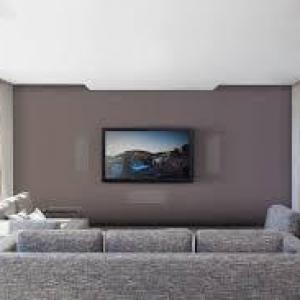 Home theater com caixas de embutir no gesso